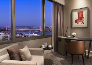 The Ritz-Carlton, Istanbul'dan 'doğadan masaya' sevgililere özel fotoğraf
