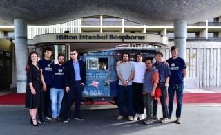 Oxford ve Cambridge takımlarının yeni üyeleri Hilton'a uğradı fotoğraf