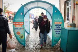 Bergama pazarına dezenfeksiyon tüneli fotoğraf